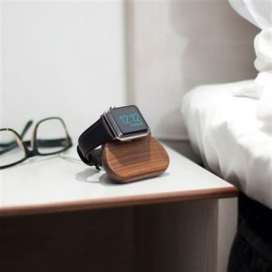 Apple-Watch-standaard-docking-station-Walnoot-Hout