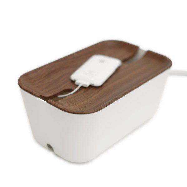 Kabelbox met donker houten deksel van Bosign zorgt voor snoeren uit het zicht