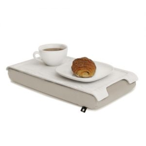Bosign mini laptray white wash met koffie en croissantje