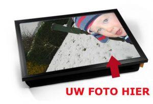 Laptray met mogellijkheid om eigen foto op de bovenkant te plaatsen, zoals hier een kind