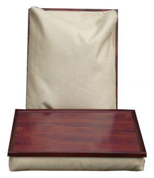 Beige schootkussen met mahoniehouten top en frame
