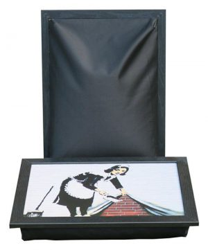 Laptray-Banksy-Schootkussen-Laptoptafel-Sweep_it_under_the_carpet