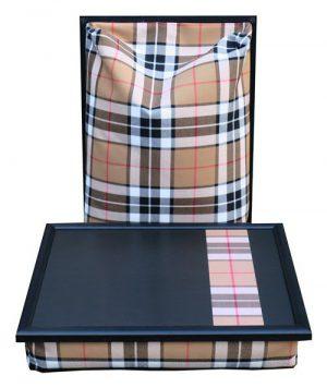 Schoottafel-schootkussen-Burberry-ruit-streep-voorzijde