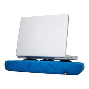 Blauw Bosign laptopkussen met laptop op siliconen doppen voor warmte-afvoer