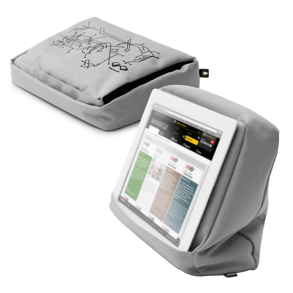 iPad kussen voor ondersteuning van de tablet of iPad in de kleur zilver