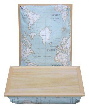Schoottafel-Wereldkaart-lichte-hout-top