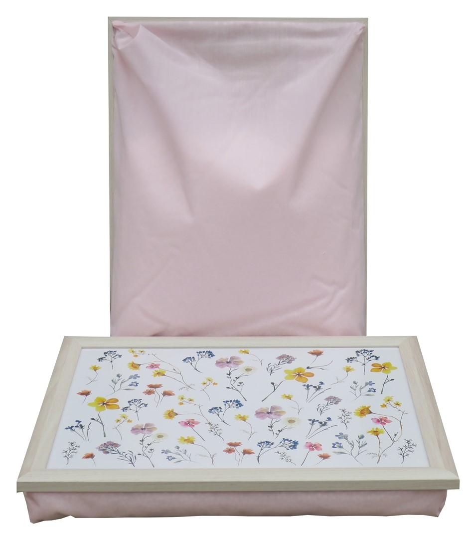 Schootkussen-Droogbloemen-bord-op-schoot