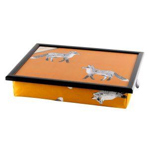 Schootdienblad-bord-op-schoot-Vos-Oranje